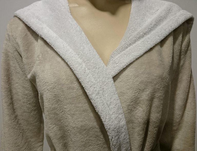 Korte beige damesbadjas met capuchon voor de sauna van Morgenstern-941