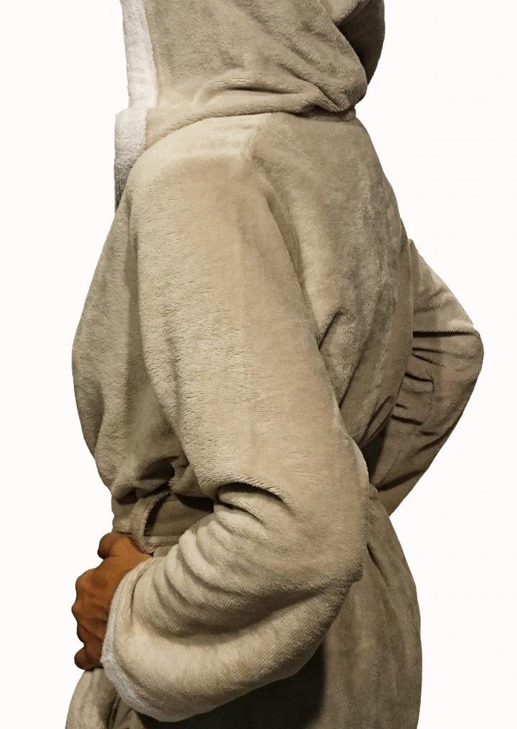 Korte beige damesbadjas met capuchon voor de sauna van Morgenstern-940