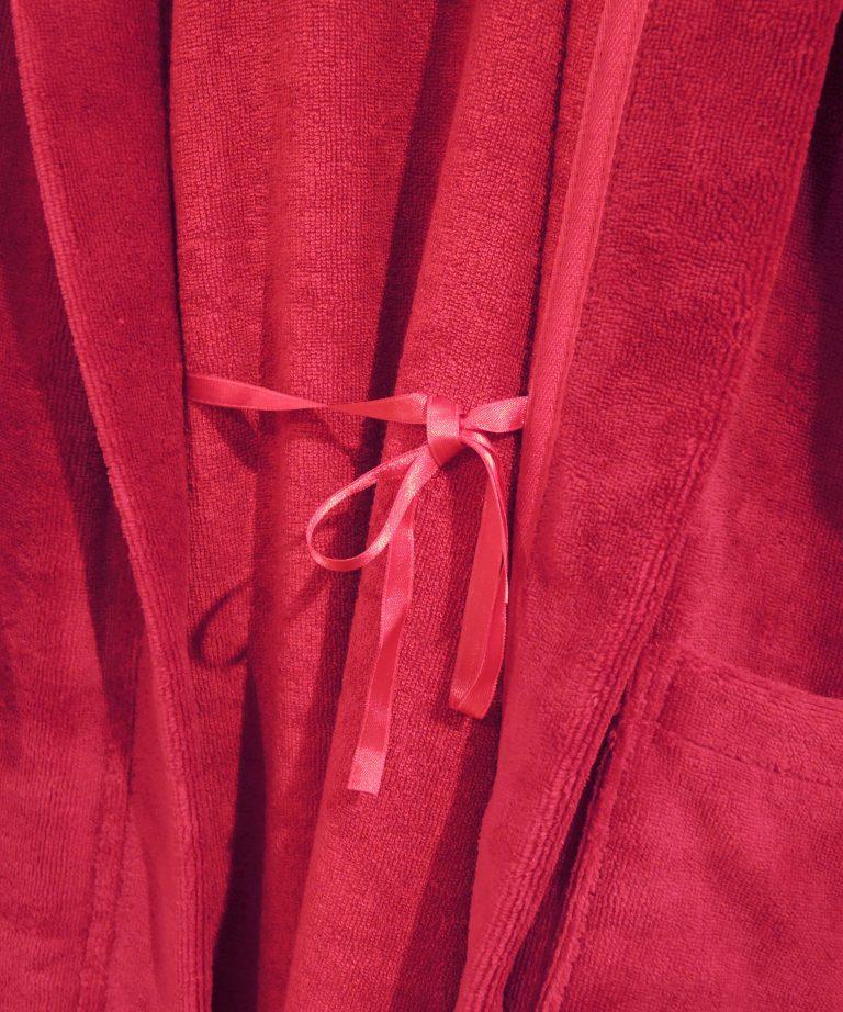 Extra lange rode damesbadjas met capuchon van Morgenstern-1876