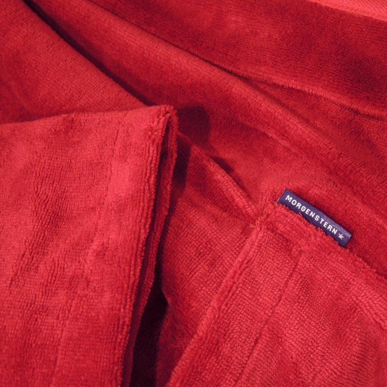 Extra lange rode damesbadjas met capuchon van Morgenstern-1877