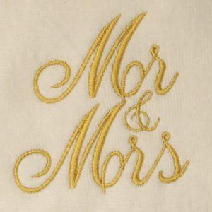 Mr & Mrs ontwerp tweemaal in goud geborduurd-0