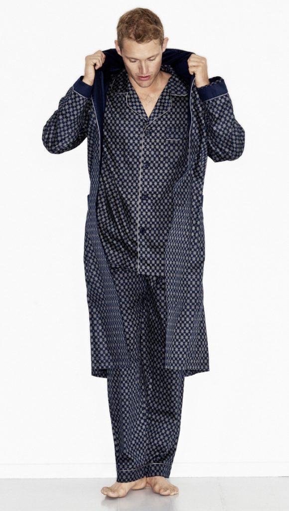 Klassieke donkerblauwe herenpyjama met zilvergrijs motief van Ambassador-1806