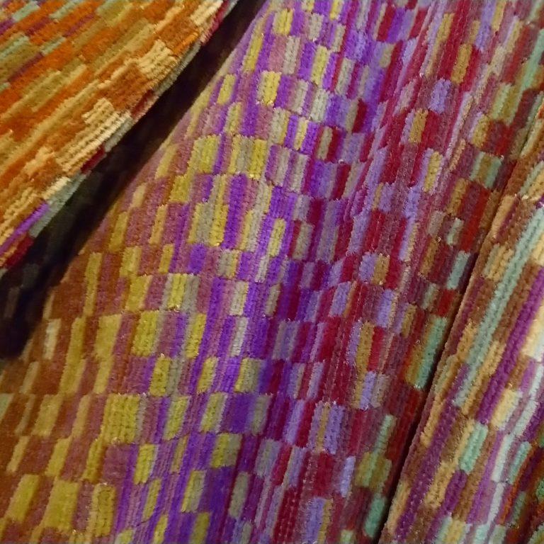 Luxe badjas voor dames en heren, met deco design in aardetinten van Elaiva-1914